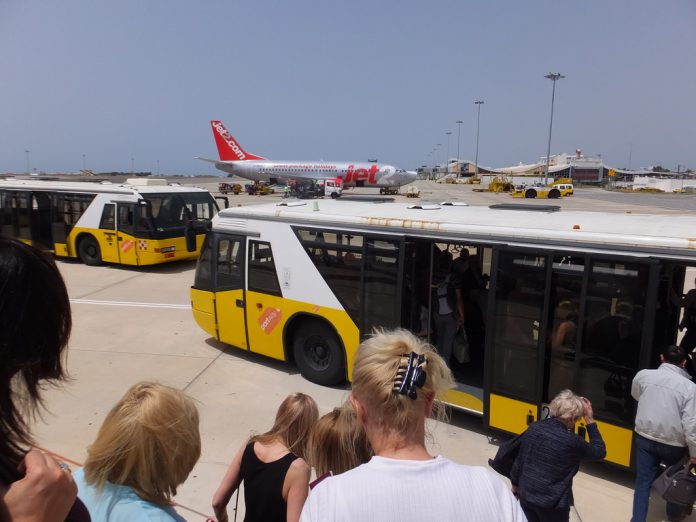 bus from faro airport to albufeira