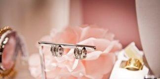 buy adiamond wedding ringSurrey